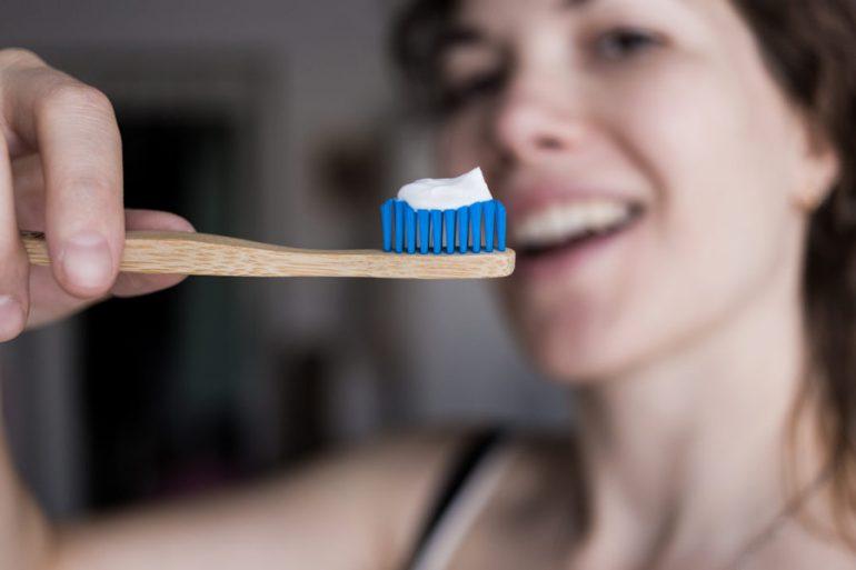cepillo-de-dientes-de-bambú-770x513